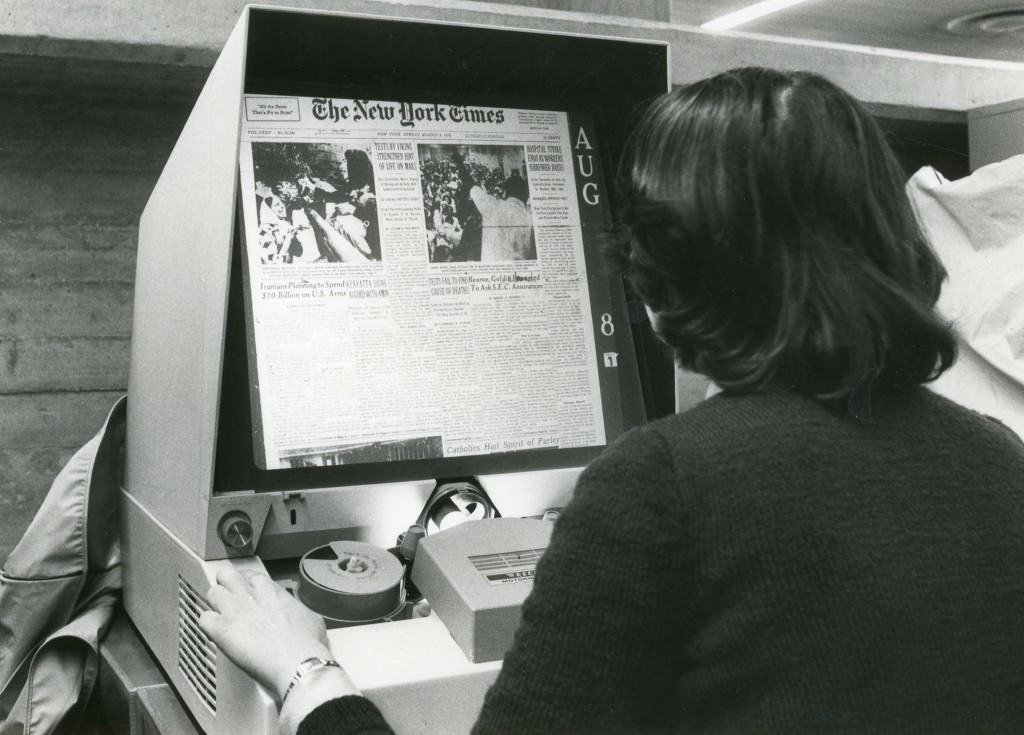 Microfilm_reader_for_articles_and_daily_papers